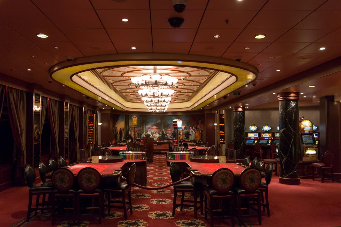 QM2 - Night Casino