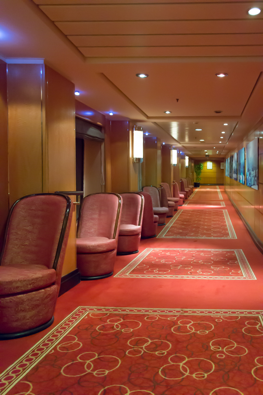 QM2 - Night Forward Corridor